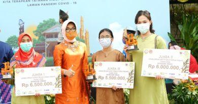 Desain Corak Insang Kekinian Antarkan Ratih Juara Pertama Kreasi