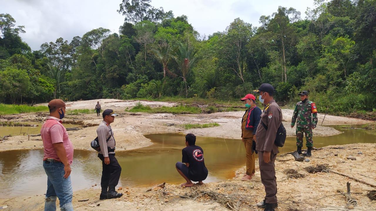 Koramil Menyuke dan Polsek Meranti Dapati Mesin Dompeng di Tepian Sungai Meranti