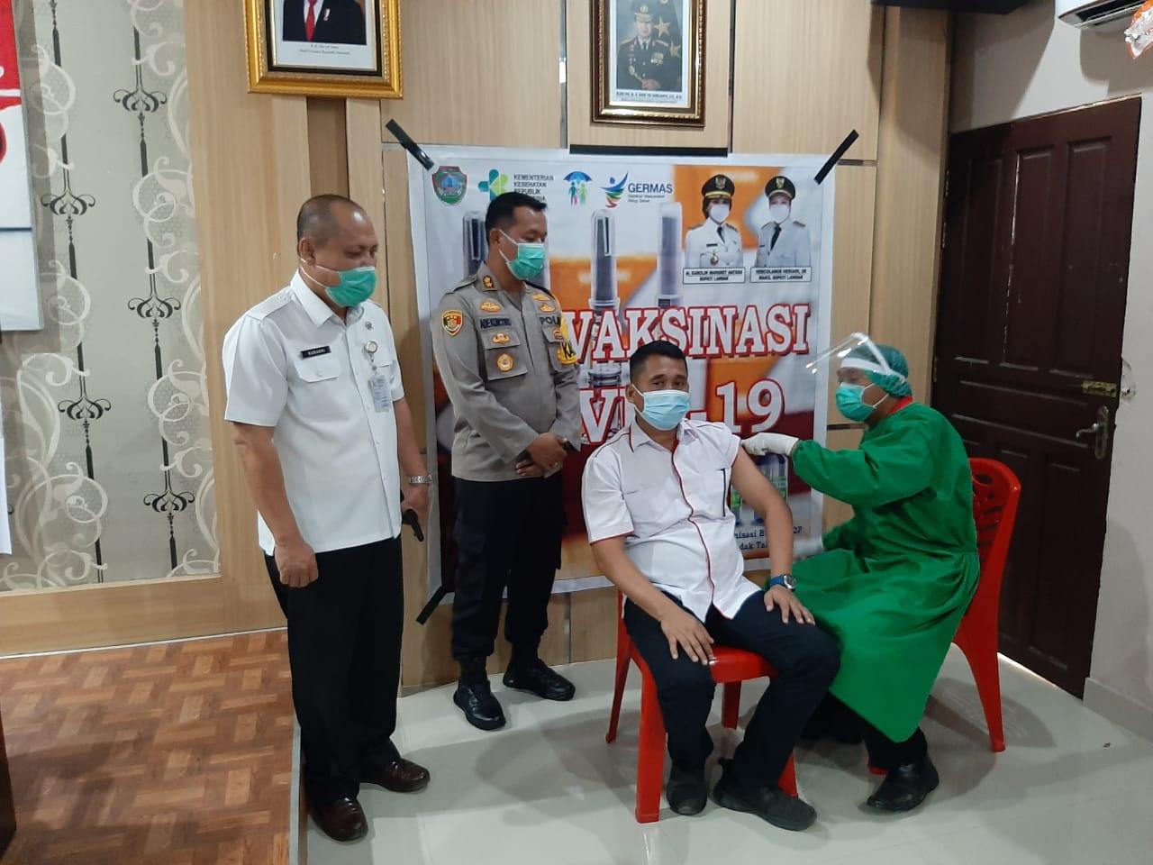 Polres Landak Berikan Vaksinasi Kepada 80 Personel