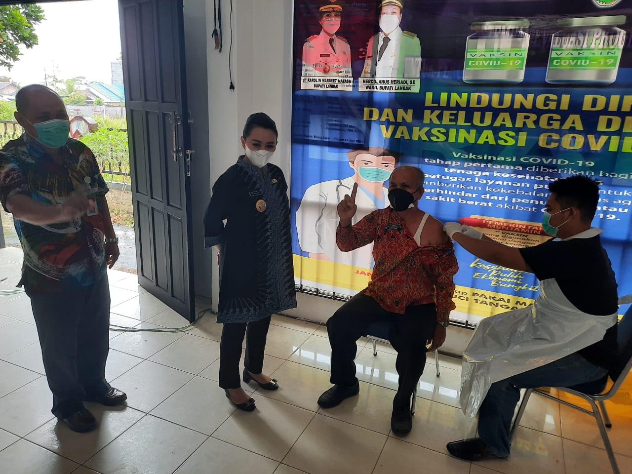 Dinkes Berikan Vaksinasi Kepada Pimpinan SKPD Kabupaten Landak