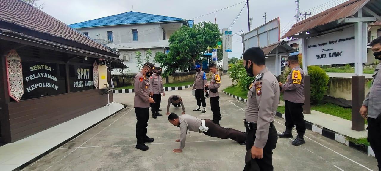 Kapolsek Mandor Tegur Sejumlah Personel yang Kurang Disiplin