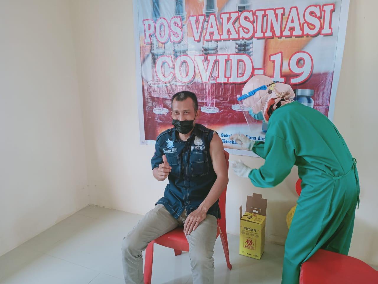 Polres Landak Laksanakan Vaksinasi Tahap II untuk Para Personel