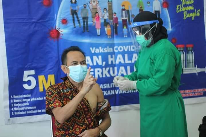 Diskominfo Landak Terima Vaksinasi COVID-19 Dosis Pertama