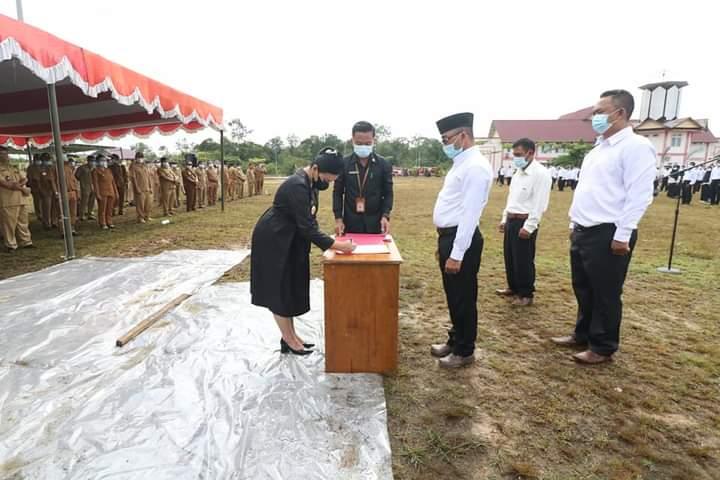 Bupati Karolin Lantik 959 Anggota BPD se-Kabupaten Landak