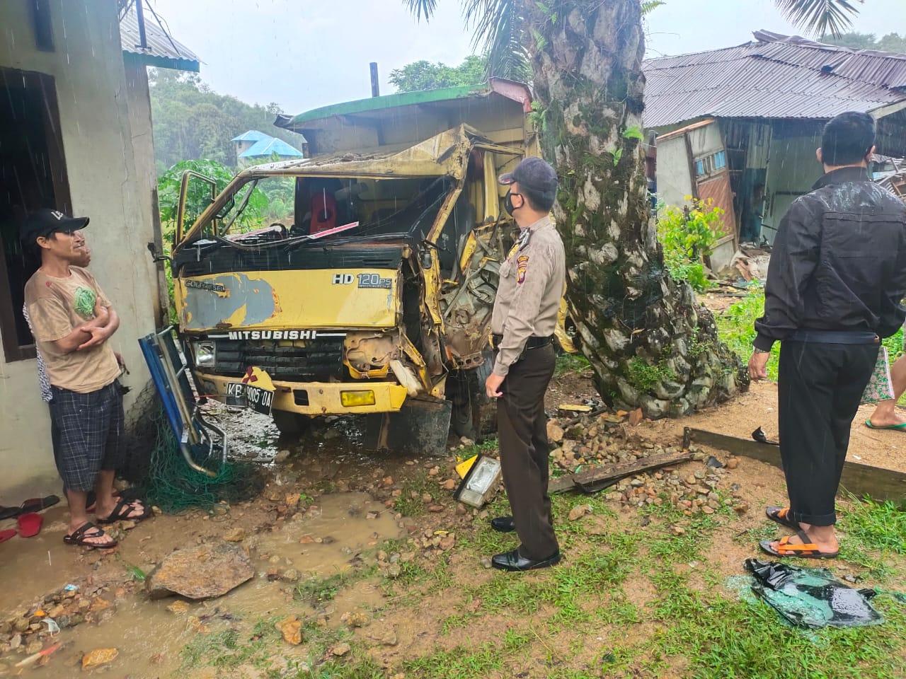 Pengendara Motor Tewas Tertabrak Truck di Jalam Raya Pemata Menyuke