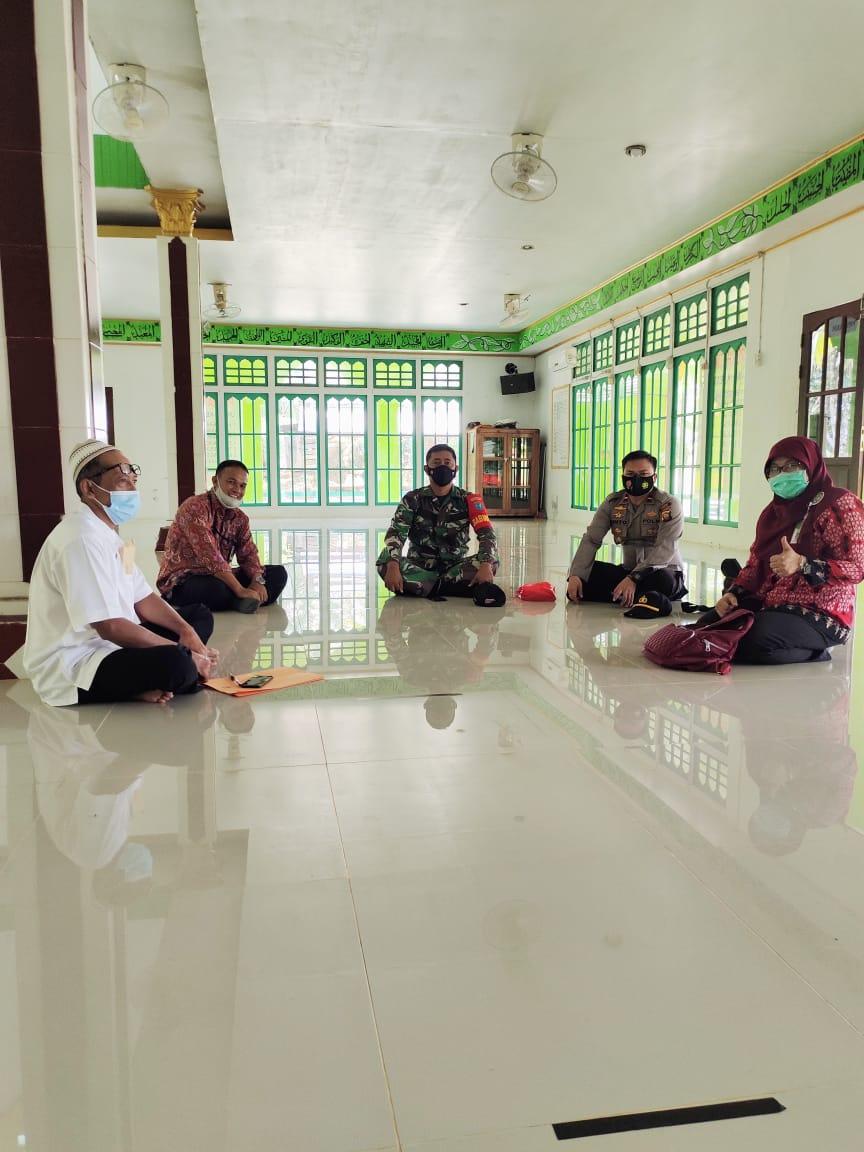 Tim Monitoring Protokol Kesehatan Kabupaten Landak Cek Rumah Ibadah di Kuala Behe