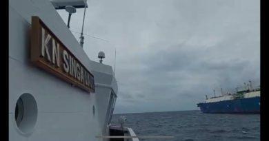 Badan Keamanan Laut (Bakamla) RI mengusir kapal tanker asal Yunani yang mondar-mandir tidak tentu arah di perairan Maluku
