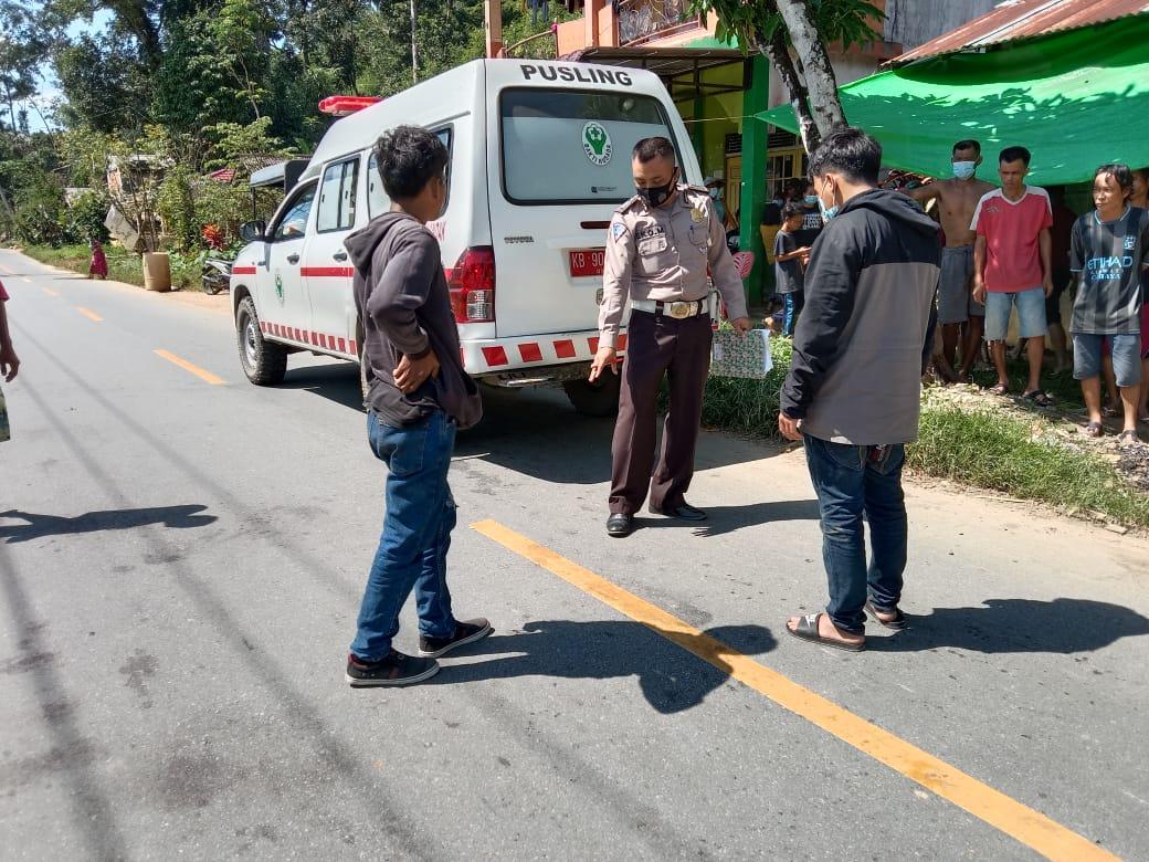 Pengendara Mio Tabrak Pejalan Kaki di Dusun Bandong Setona Banyuke Hulu