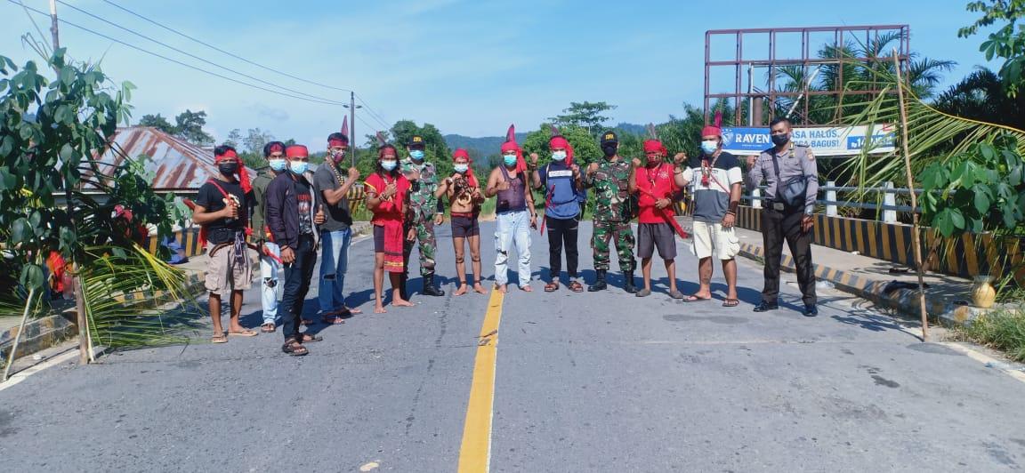 TNI-Polri Bantu Bala Adat Patroli Balala' Patahunan di Menjalin