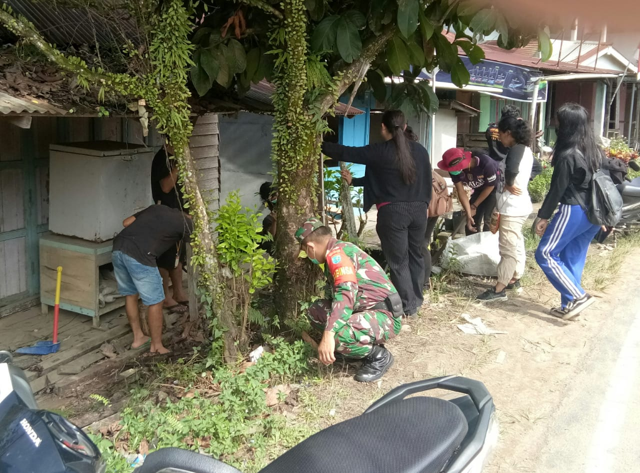 Bersama Warga Koramil Sengah Temila Bersihkan Pos Babinsa Sidas