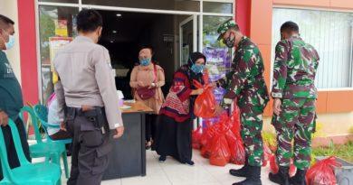 Kumdam XII/Tpr melaksanakan Kegiatan pembagian sembako kepada warga Desa Arang Limbung ini bertujuan untuk meringankan beban masyarakat yang terkena dampak COVID-19