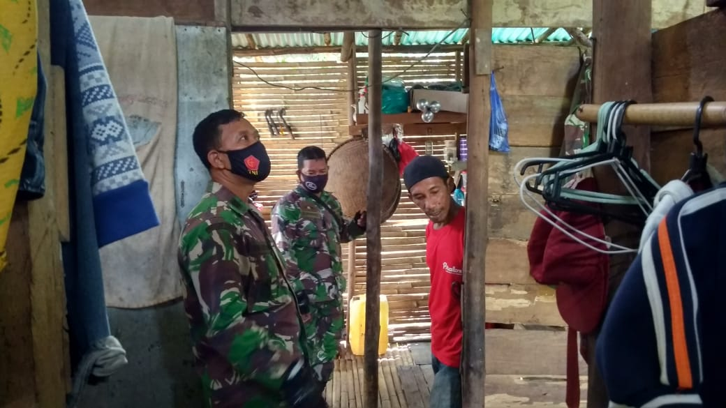 Cek Sasaran Bedah Rumah, Danramil Mempawah Hulu : Ini Bentuk Kepedulian TNI