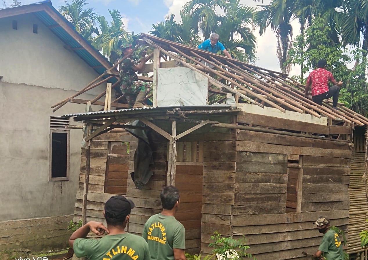 Koramil Mempawah Hulu Mulai Rehab RTLH Milik Warga Desa Bilayuk