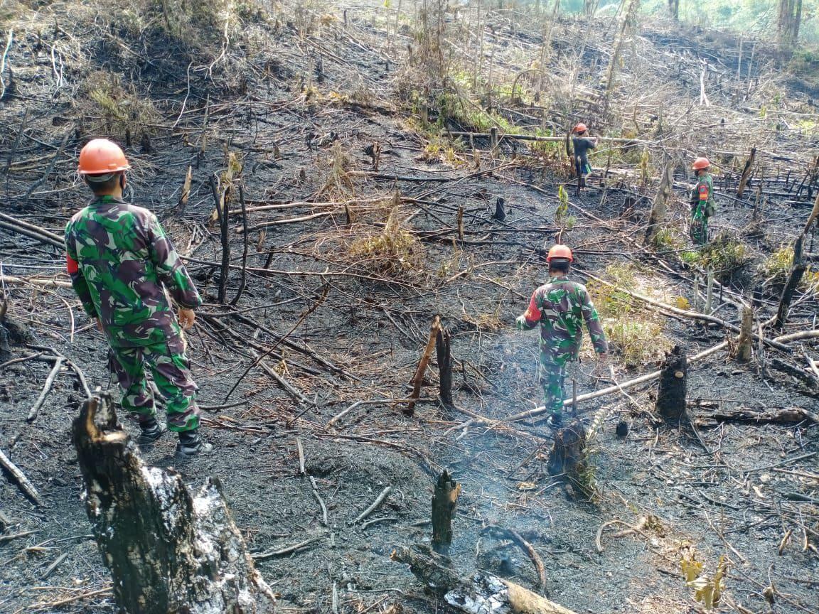 Babinsa Koramil Mandor Cek Titik Api di Desa Selutung