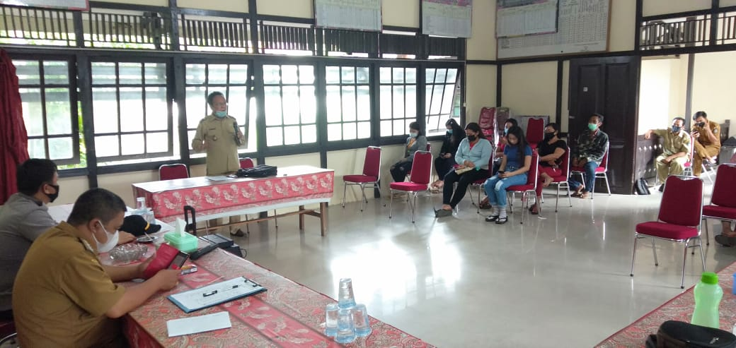 Satgas COVID-19 Kuala Behe Sosialisasi PPKM Mikro Kepada Pemilik Cafe