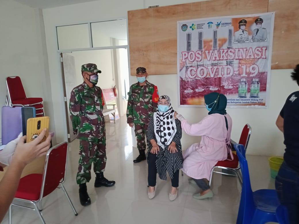 Puskesmas Pahauman Vaksinasi Purnawirawan TNI dan Warakawuri