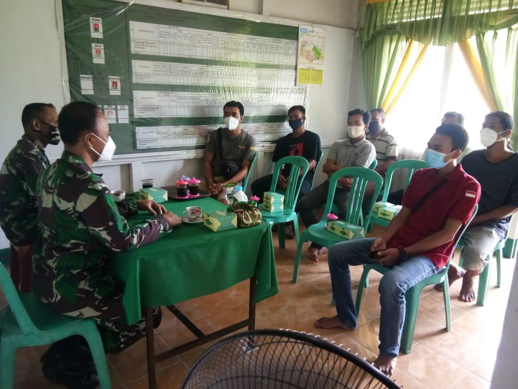 Danramil Sengah Temila Gelar Komsos Bersama Petugas Desa Pahauman