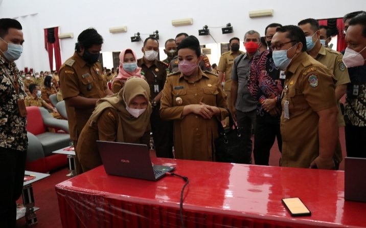 Bupati Karolin Launching CSM Pengelolaan Keuangan Desa