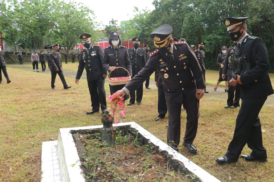Rangkaian HUT Bhayangkara ke-75, Kapolres Pimpin Ziarah di makam Pahlawan Kabupaten Landak