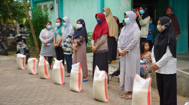 Terdampak Pandemi, 82 KK Warga Rusunawa Terima Bantuan Beras