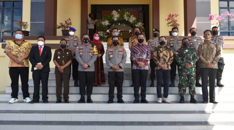 Kepala Kepolisian Daerah Kalimantan Barat Inspektur Jenderal Polisi Remigius Sigid Tri Hardjanto pada Minggu, 5 September 2021, melakukan kunjungan kerja ke Kabupaten Kapuas Hulu.
