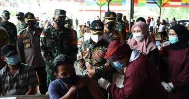 Di tengah antusiasme tinggi masyarakat yang ingin divaksin, kurangnya kiriman vaksin dari Dinas Kesehatan Provinsi Kalimantan Barat justru menjadi kendala yang menghambat tercapainya kekebalan komunal.